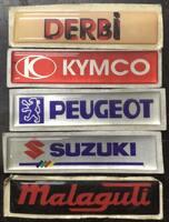 Наклейка шильдик для скутера мото